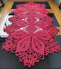 Diy Crafts - Doilies,Images-Most up-to-date Images Crochet Doilies mandala Strategies Although most of the doilies that you see in stores today are pr Crochet Diy, Filet Crochet, Beau Crochet, Crochet Home, Thread Crochet, Crochet Stitches, Crochet Winter, Crochet Table Topper, Crochet Table Runner Pattern