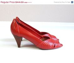 40 percent off vtg 80s LIPSTICK RED leather by TigerlilyFrocks