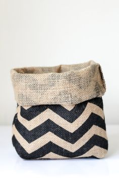 This handmade hessian chevron planter bag is the perfect addition to your living space. Diameter approx 18cm and fits medium pot plant. Comes rolled to