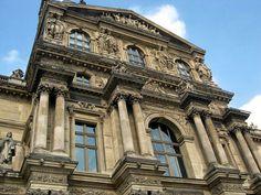 Detalhe da entrada Richelieu do Museu do Louvre, Paris.