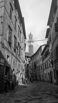 Via Giovanni Dupré. Foto di Falkonero su http://www.flickr.com/photos/falkonero/12836652935/lightbox/