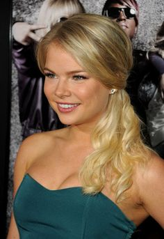 Kelli Goss plays Courtney Sloan on The YR Kelli Goss, Bold And The Beautiful, Young And The Restless, Picture Photo, Sunglasses Women, Sexy, Hair, Plays, Style