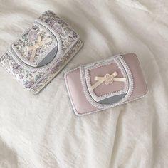 いいね!99件、コメント18件 ― Yukiさん(@yuki__ig)のInstagramアカウント: 「. . . ウェットティッシュケースを 作りました✧︎*。 . 使いたかったラベンダーのフェリシテ 私はこのくらいのリボンサイズが好み♡︎ʾʾ . . もう一つは個人的にどツボ♡︎ʾʾ…」 Heart Ring, Cuff Bracelets, Rings, Jewelry, Instagram, Cartonnage, Jewlery, Jewerly, Ring