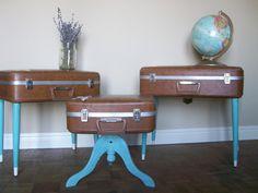 Take an old suitcase and add painted legs. / maletas antiguas recicladas con patas pintadas #DIY #decoracion #vintage #maletas antiguas #repurposed #upcycled