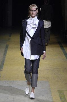 Yohji Yamamoto - Ready-to-Wear - Runway Collection - Women Spring / Summer 2006