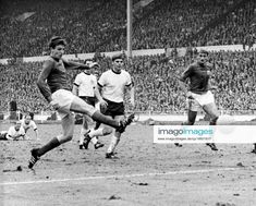 Martin Peters, 1966 World Cup, England Football, World Cup Final, Wembley Stadium, Champion, Goals, Running, Sports