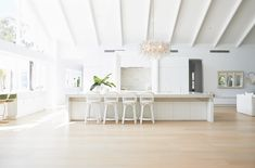 Light, bright and white on white is the theme for Three Birds Renovations House The scale and what seems like simplicity at first glance gives this home its WOW factor, but once you study the details, not one has been missed. Home Design, Interior Design Kitchen, Design Ideas, Hamptons Style Homes, The Hamptons, Engineered Timber Flooring, Three Birds Renovations, Beautiful Kitchen Designs, Beautiful Kitchens