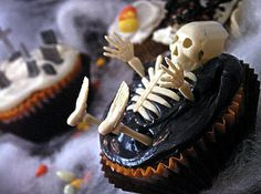 Hi there!! D-15 !!! Are you ready for #Halloween? #Halloween #cupcake ideas by @alphamom