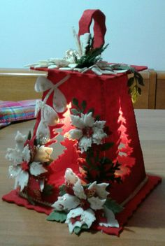 lanterna rossa con fiori...luisa valent Christmas Crafts, Christmas Decorations, Table Decorations, Christmas Ornaments, Xmas Tree, Christmas Inspiration, Felt Crafts, Lanterns, Projects To Try