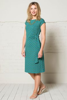 The Jaipur print tie side dress is one of our most flattering jersey dress shapes. Softly gathered at the side, makes the perfect day to evening dress. Available in rich teal blue with gold highlights. Teal Tie, Gold Highlights, Dress Shapes, Ethical Clothing, Mother Day Gifts, Evening Dresses, Short Sleeve Dresses, Color, Clothes