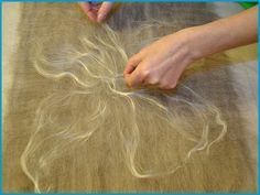 Felting cobweb scarf with silk fiber Fuzzy Felt, Wool Felt, Nuno Felt Scarf, Felted Scarf, Felted Wool Crafts, Felt Pictures, Creative Textiles, Needle Felting Tutorials, Nuno Felting