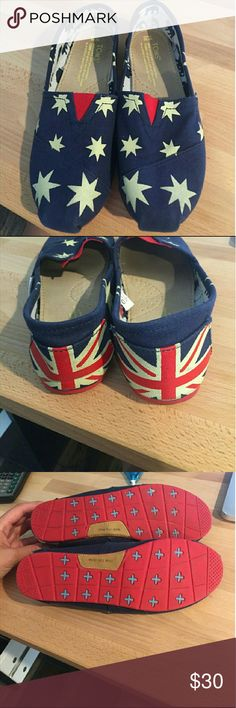 Toms Union Jack and stars , women's 9 I bought these on here and they are marked 10 but my toe is shoved in the end and compared to my other Tom's, not a 10.  I would say closer to 8 or 9 TOMS Shoes Flats & Loafers