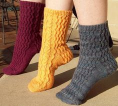 Crosswaves Sock by SexyKnitter free pattern on her Raverly or Knitty Knitting Patterns Free, Free Knitting, Free Pattern, Crochet Patterns, Knitting Magazine, Knit Picks, Stockinette, Sock Yarn, Knitting Projects