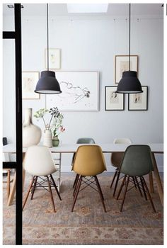 The Eames chair - Makeover.nl - The Eames chair: a classic that is timeless! A chair that fits into any interior and style. Scandinavian Interior Design, Home Interior Design, Scandinavian Style, Industrial Scandinavian, Scandinavian Dining Rooms, Scandi Style, Nordic Design, Nordic Style, Luxury Interior