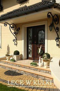 Photo by annastudio Front Gate Design, House Gate Design, House Front Design, Entrance Design, House Entrance, Roof Design, House Paint Exterior, Exterior Doors, Jamaica House