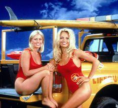 Pamela Anderson démocratise le maillot une-pièce rouge et le sauvetage en mer
