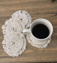Makramee Untersetzer Makramee Untersetzer, Record of Knitting Wool rotating, weaving and sewing jobs such as for examp. Yarn Crafts, Diy And Crafts, Arts And Crafts, Rope Crafts, Creative Crafts, Macrame Art, Macrame Projects, Macrame Design, Macrame Knots