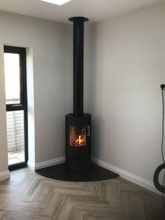Corner log burner allows TV to be centre and could be a more modern alternative? Corner Log Burner, Small Log Burner, Modern Log Burners, Wood Burning Stove Corner, Corner Stove, Wood Burner Fireplace, Home Fireplace, Modern Fireplace, Log Burner Living Room