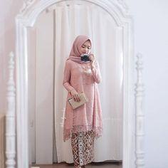 ❤ Spam Like Dapat Baju Gratis ❤ Mandha Long Tunik Pink Bahan Kebaya Pink, Kebaya Lace, Batik Kebaya, Kebaya Dress, Dress Pesta, Kebaya Modern Hijab, Kebaya Hijab, Kebaya Brokat, Kebaya Muslim