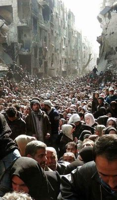 Siria war - Yarmouk camp besieged in Damascus. Neither food nor water