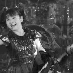 BABYMETAL Yon no Uta.  Yui's mischievous eyes are sooo cuuute !