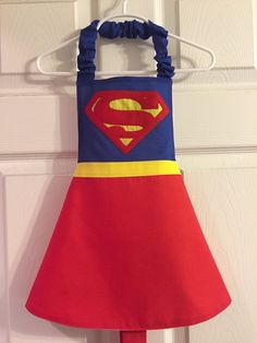 Superman Inspired Apron by LittleNuggetCreation on Etsy Girls Dress Up, Dress Up Outfits, Sewing Projects For Kids, Sewing For Kids, Theme Carnaval, Dress Up Aprons, Princess Aprons, Cool Aprons, Sewing Aprons