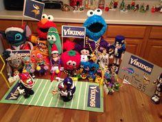 Day 13, 2013 - Sprinkle and her friends organize a football game, the Buffalo Bills versus the Minnesota Vikings - Elf on the Shelf Idea - Preschool Christmas Activity