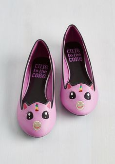 Creature Presentation Flat in Unicorn - Pink, Print with Animals, Casual, Fairytale, Quirky, Good, Flat, Faux Leather