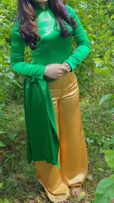 Screenshot_20180122-174255 Japanese Bikini, Satin Trousers, Vietnamese Dress, Green Satin, Beautiful Asian Women, Ao Dai, Satin Dresses, Silk Satin, Dress Collection