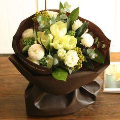 【11/1~12/26到着】バラとアマリリスのネージュホワイトブーケ | 花・花束の通販、配送【花・フラワーギフトなら青山フラワーマーケット】