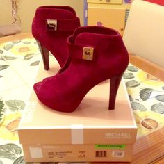Michael Kors Devenport Bootie Suede Bordeaux You know you want these! They are so sexy and so comfortable! Seriously it's the platform at the bottom. You can boogie all night on the dance floor. True to size 7.5. Heel and platform height shown in photos. I bought these from my local Nordstrom during their anniversary sale in 2012 and wore them maybe twice. Really pristine condition. I just have too much stuff so moving out the prettiest pieces! Please check out my closet for the rest of the…