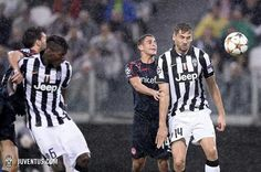 P. Pogba - F. Llorente duel with two Olympaicos man!!