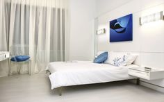 modern and fashionable bedroom interior design, with light colors and king size bed