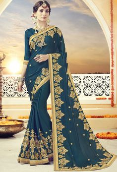 This sari can make your wardrobe look stunning in party and wedding ceremony. Walk in style as you wrap yourself in this attractive saree. Here is a perfect traditional Bollywood saree that will make you stand out in a crowd. Bollywood Saree, Bollywood Fashion, Rekha Saree, Indische Sarees, Wedding Saree Collection, Trendy Sarees, Embroidery Saree, Latest Designer Sarees, Traditional Fashion