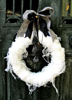 Stylish & Spooky Halloween Outdoor Decoration Ideas. This wreath is great!