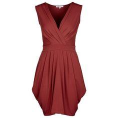 Hübsches rotes Kleid von Anna Field. Die Wickeloptik und der V-Ausschnitt machen eine sehr schöne Figur, so dass das Kleid zu den verschiedensten Anlässen getragen werden kann.