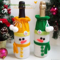Diy Christmas Gifts, Handmade Christmas, Christmas Ornaments, Christmas Crochet Patterns, Christmas Knitting, Crochet Toilet Roll Cover, Wine Bottle Covers, Handmade Ornaments, Xmas Decorations