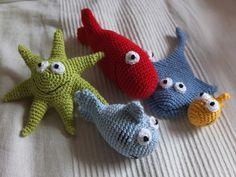 Fische gehäkelt, crocheted fishes, Pfiffigste, crochet pattern, Häkel Anleitung: http://www.lamandia.de/de/wollland/article/Haekelanleitung-Fischbuch-E-Book