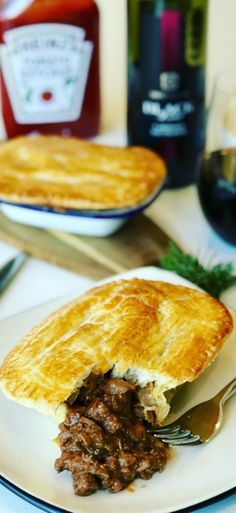 There are so many Meat Pie Recipes around the world, and the Aussie Steak Pie is one of my favorites! A beef meat pie with chunks of steak braised in a red wine gravy with fresh rosemary. So simple to make! Easy Pie Recipes, Meat Recipes For Dinner, Great Recipes, Favorite Recipes, Simple Recipes, Chef Recipes, Pork Recipes, Chicken Recipes, Australian Meat Pie