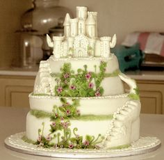 if I would have gotten to have a wedding, I SO would have wanted this cake!!!!!!!!!!