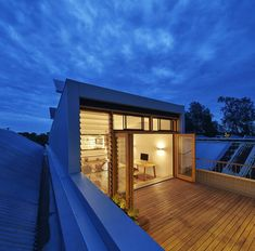 Designed by Ben Callery Architects, the Beyond House stretches typical terrace boundaries, making a sustainable house despite its heritage . Sustainable Architecture, Sustainable Design, Residential Architecture, Australian Architecture, Classical Architecture, Green House Design, Timber Deck, Roof Design, Patio Roof