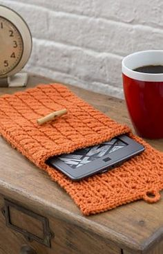 Cabled e-Reader Cozy, free pattern by Jodi Lewanda