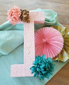 Bolas de Navidad caseras • Celebra con Ana Hat Tutorial, Flamingo Party, Christmas Ornament Crafts, Xmas, Gift Wrapping, Baby Shower, Table Decorations, How To Make, Sewing