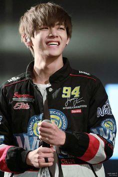 B A N G T A N | V don't smile like that!!! It melts me! #BTS