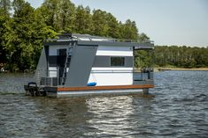 Houseboat Cube Mini - Houseboat - INTRODUCTION A houseboat built mainly for the needs of charter companies. Pontoon Houseboat, Houseboat Living, Houseboat Ideas, Pontoon Boat, Sustainable Architecture, Residential Architecture, Contemporary Architecture, Aluminium Ladder, Floating Boat
