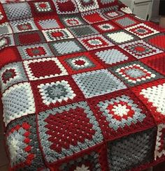 Transcendent Crochet a Solid Granny Square Ideas. Inconceivable Crochet a Solid Granny Square Ideas. Crochet Granny Square Afghan, Crochet Quilt, Granny Square Crochet Pattern, Afghan Crochet Patterns, Crochet Squares, Diy Crochet, Crochet Crafts, Granny Squares, Patchwork Patterns