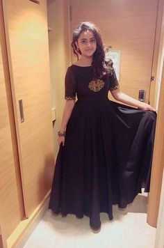 Sri Divya Latest HD pictures and wallpapers 2020 - NatoAlpabet Mehndi, Henna, Dress Indian Style, Indian Outfits, Pakistani Outfits, Indian Wear, Style Marocain, Long Gown Dress, Long Frock