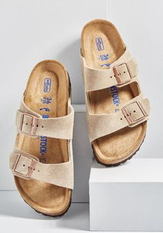 Set up your tent, kick off those hiking boots, and step into these Birkenstock Arizona sandals! In soft suede, this taupe-hued pair features a molded cork. Grunge Style, Soft Grunge, Tokyo Street Fashion, Vans Authentic, Grunge Outfits, Gym Outfits, Suede Sandals, Shoes Sandals, Aldo Shoes