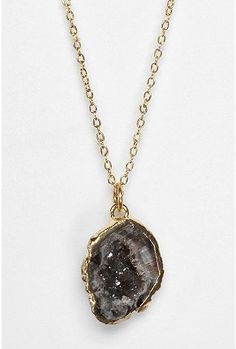 Jewelry | Jewellery | ジュエリー | Bijoux | Gioielli | Joyas | Art | Arte | Création Artistique | Precious Metals | Jewels | Settings | Textures | Agate slice necklace #jewellery #necklace