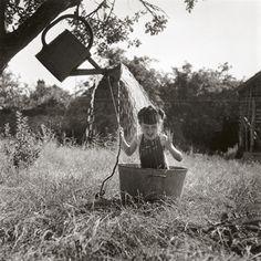 "Robert Doisneau Photographe optimiste ""Your life has only just begun & you have all the time in the world."" {Robert Doisneau, LA DOUCHE A RAIZEUX, – Rebelle Society Robert Doisneau, Black White Photos, Black And White Photography, Time In The World, French Photographers, Jolie Photo, Photojournalism, Vintage Photographs, Old Photos"